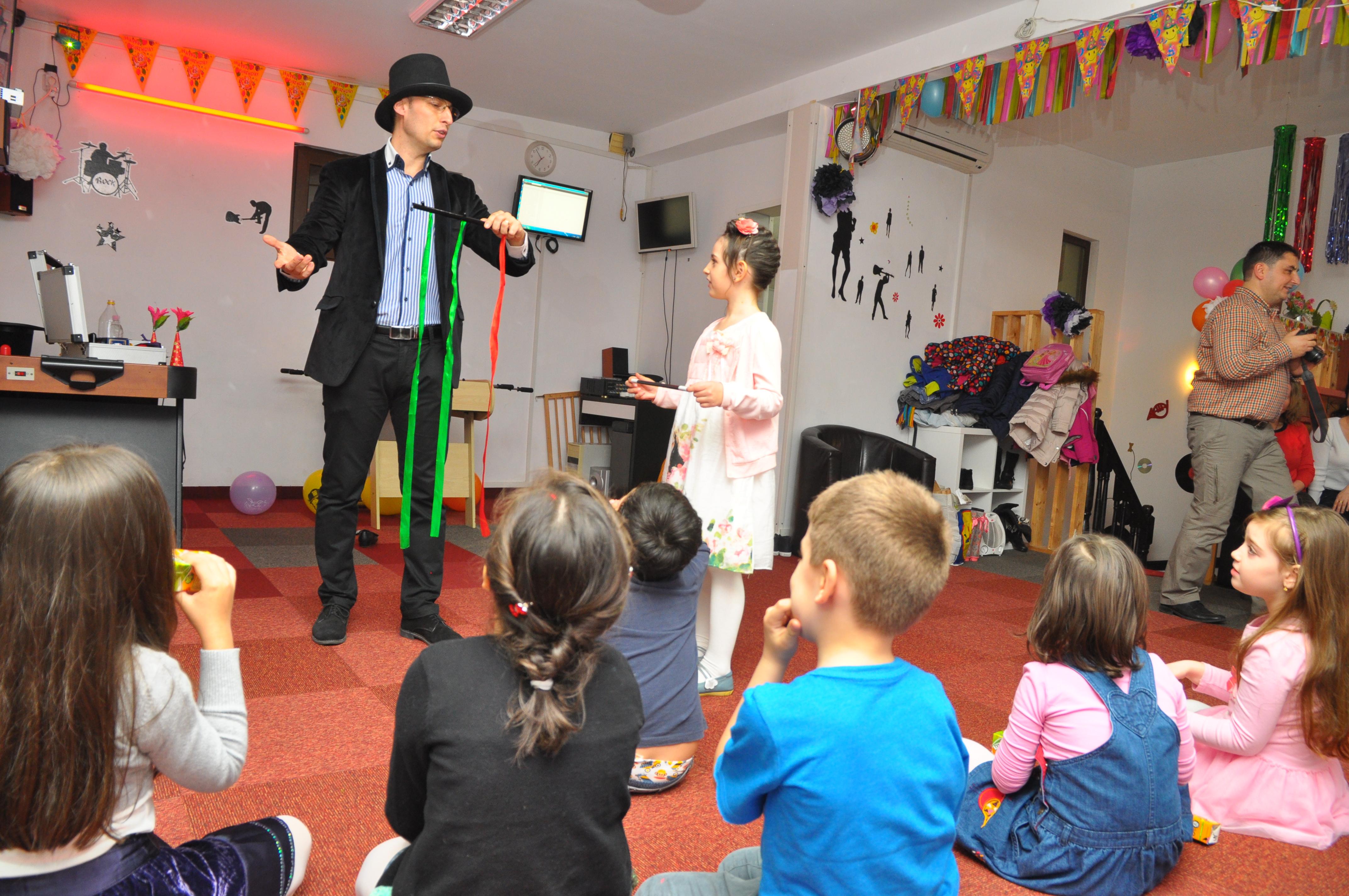 Imagini din spectacole de magie pentru copii